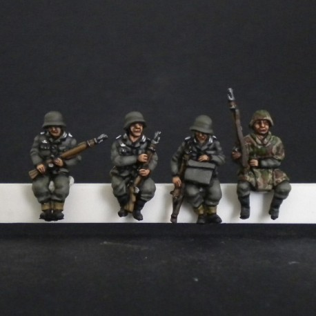HV05 Panzergrenadiers for Sdkfz seated (4 Figures)